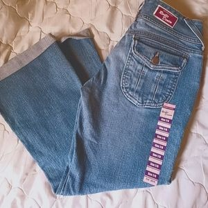 { NEW JEANS }